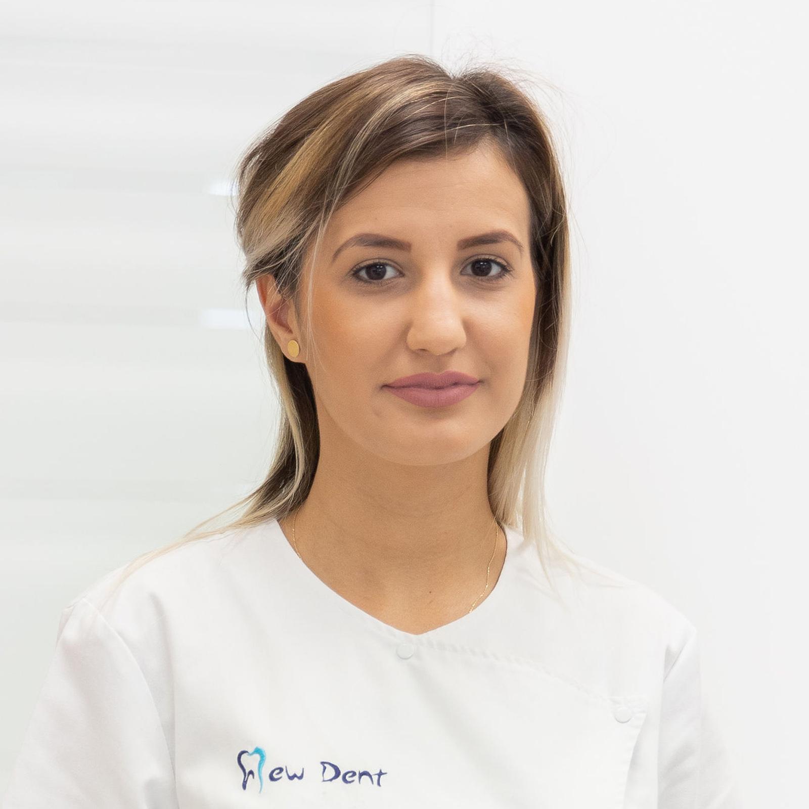 asistenta Raluca Iorgu